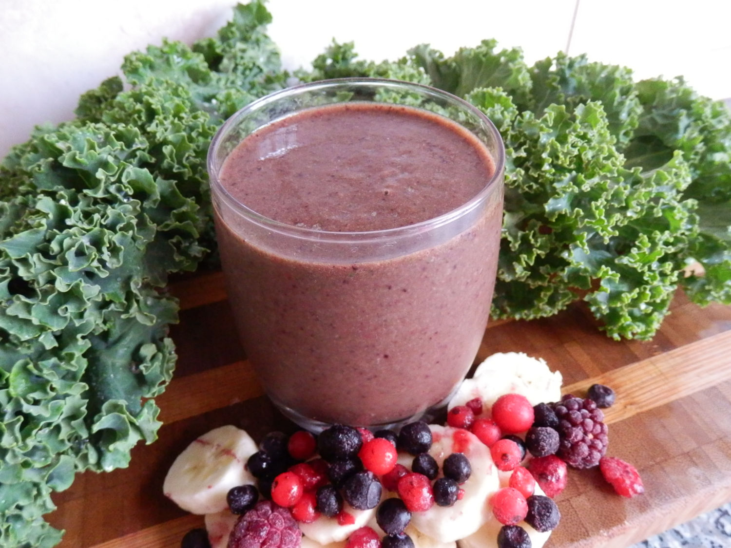 Banana, Curly Kale & Mixed Berry Smoothie