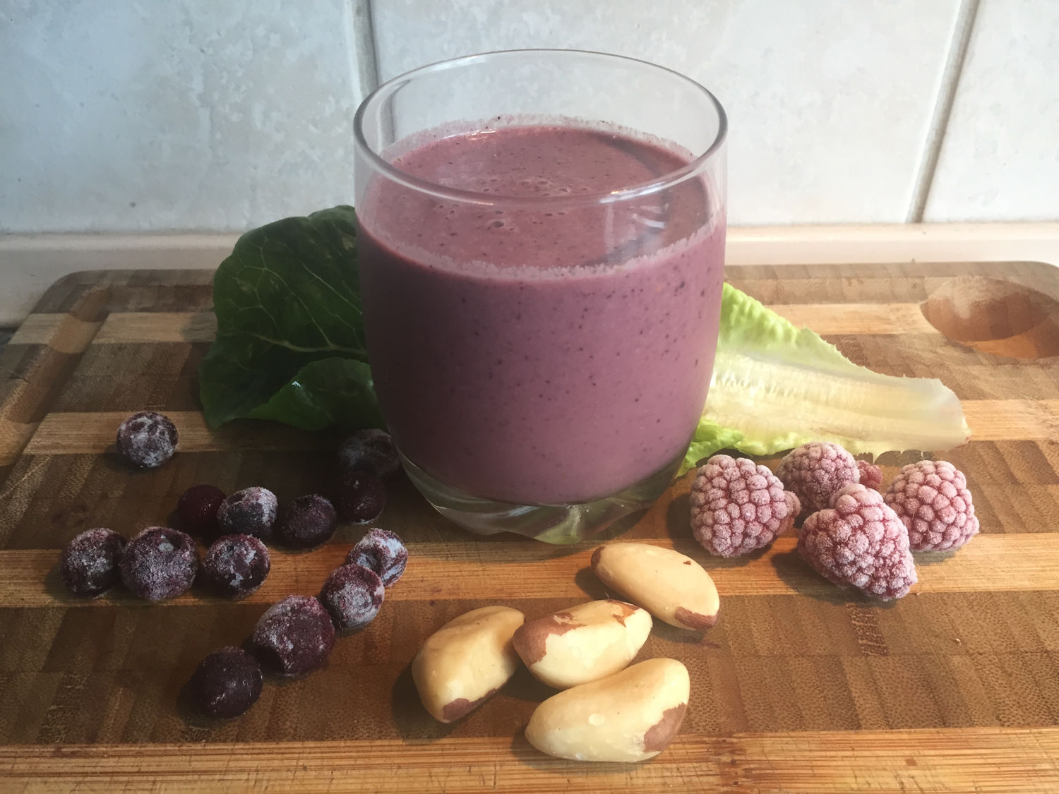 Romaine, Brazil Nut & Mixed Berry Smoothie